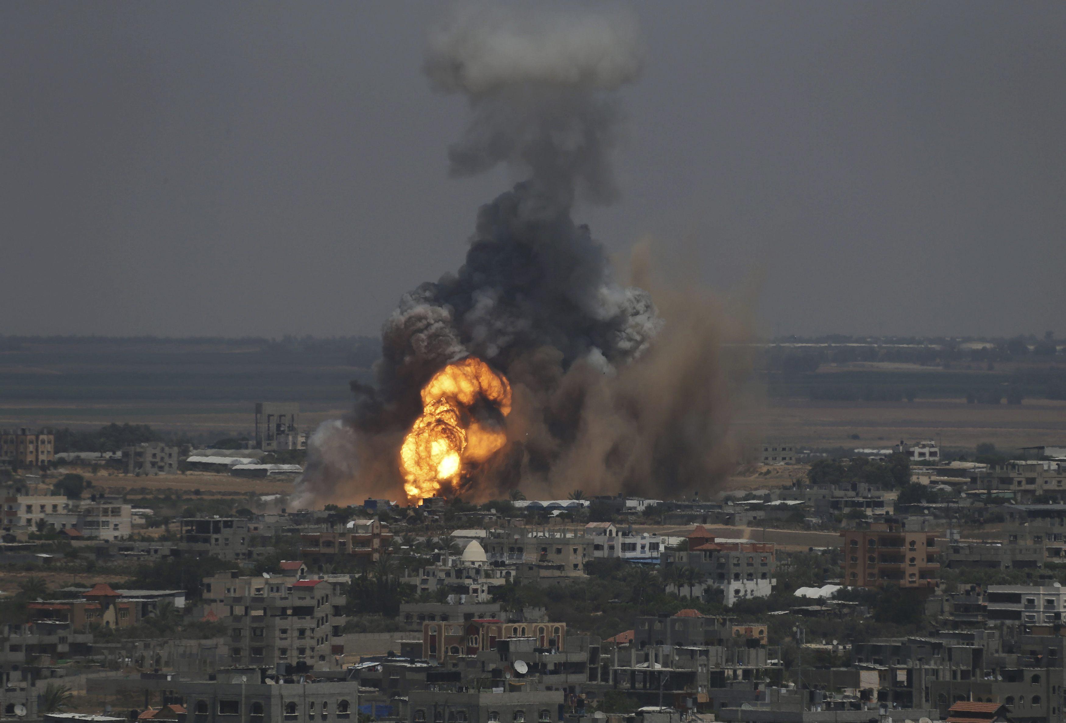 صورة ارشيفية لغارات للاحتلال على قطاعغزة