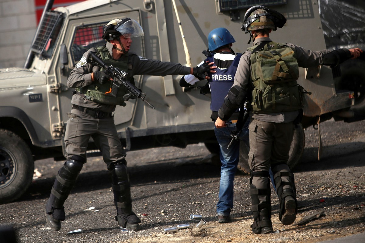 اعتقال الصحفيين والكتاب جريمة وإرهاب