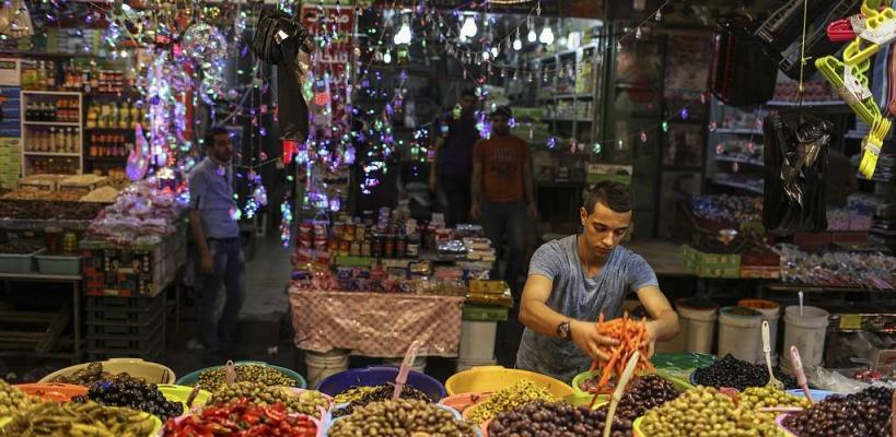 أجواء شهر رمضان المبارك في مساجد وأسواق وشوارع قطاع غزة