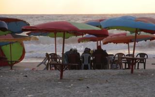غزة .. إفطار على شاطئ البحر
