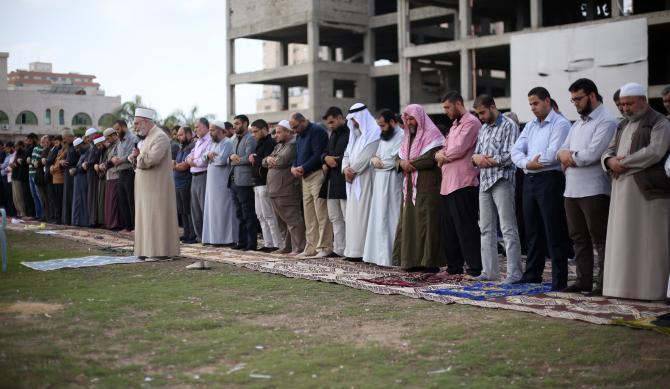 الأوقاف تقيم صلاة الاستسقاء في ساحة الكتيبة بغزة (تصوير/عمر الإفرنجي)