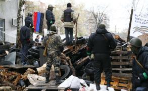 المتمردون بأوكرانيا ينسحبون من بلدة مهمة