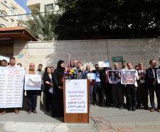 وقفة تضامنية مع الأسيرة الصحفية بشرى الطويل والأسرى الصحفيين (تصوير/عمر الإفرنجي)