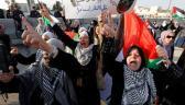 متظاهرات يهتفن من أجل القدس أمام السفارة الأميركية في عمّان (رويترز)
