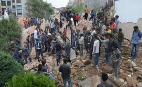 2500 قتيل بزلزال نيبال وهزات ارتدادية تثير الرعب