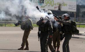 الاحتلال يطلق قنابل غاز عشوائيًا جنوب القدس