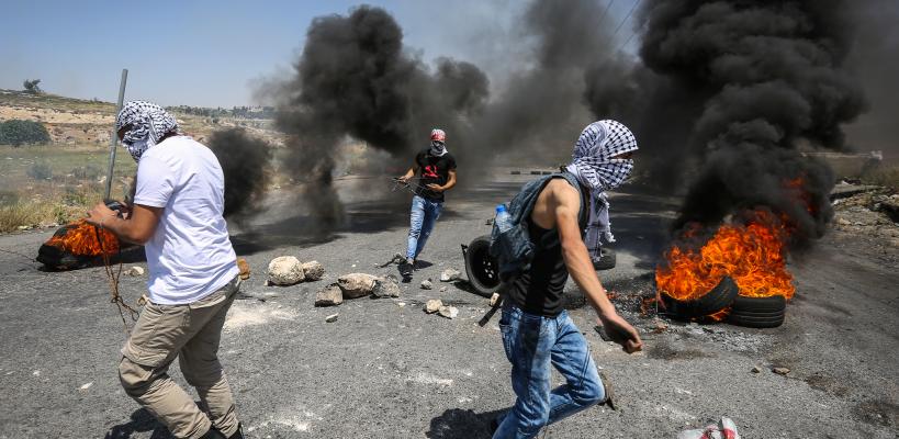 الإحتلال يقمع مسيرات مساندة للأسرى المضربين عن الطعام في مدن الضفة