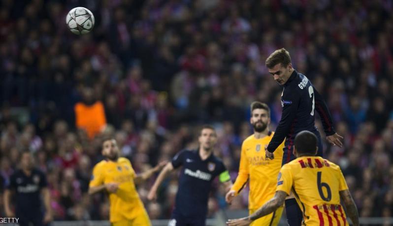 غريزمان بين لاعبي برشلونة