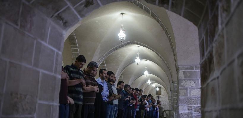 صلاة التراويح داخل المسجد العمري الكبير في غزة