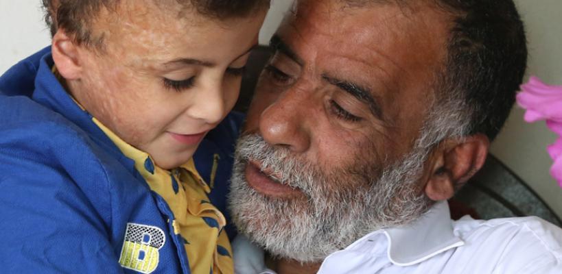 الطفل دوابشة في بيت جده بعد عامين على حرق متطرفين يهود لمنزلهم
