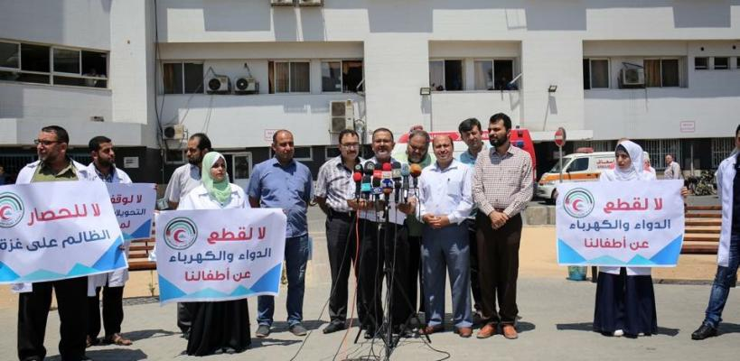اعتصام للأطباء بغزة ضد تقليص الأدوية والكهرباء