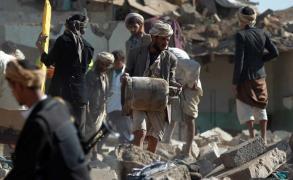 غارات عنيفة بصنعاء وقصف حوثي لعدن