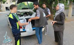 """فريق """"جينا نسعدكم"""" يواصل تقديم مساعداته للفقراء"""