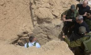 نتنياهو يتفقد الحدود مع غزة ويزور نفق رفح