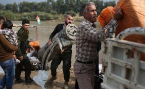 """مئة ألف نازح من حلب وتركيا تتهم الغرب بـ""""النفاق"""""""