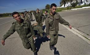 عسكري تونسي يقتل سبعة من رفاقه في ثكنة عسكرية
