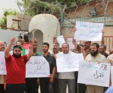 وقفة لعمال غزة للمطالبة بتدخل أممي لاستئناف إعادة الإعمار