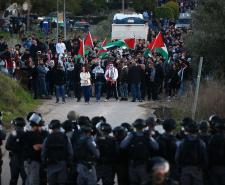 مواجهات بين الشبان وقوات الاحتلال في بلدة عرعرة بالداخل المحتل
