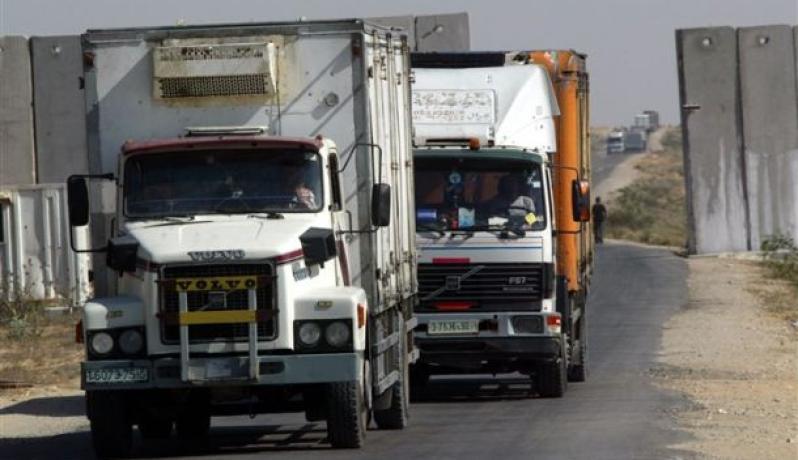 شاحنات تدخل معبر كرم ابو سالم(أرشيف)