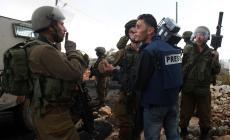 صورة لاعتقال الاحتلال صحفي فلسطيني في الضفة المحتلة