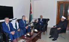 وفد لجنة التنسيق خلال الاجتماع بوزير الأوقاف الأردني (عرب 48)