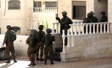 الاحتلال يغلق المدخل الرئيس لبلدة عزون ببوابة حديدية