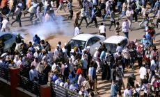 حشود المحتجين تصل الخرطوم وقوى التغيير تحذر من فض اعتصامها بالقوة