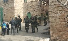 الاحتلال ينصب خياما قرب الحرم الإبراهيمي