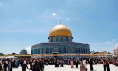 """توافد فلسطيني على """"الأقصى"""" في الجمعة الثالثة من رمضان"""
