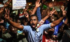 عسكري السودان يحذر من الانفجار والمعارضة تتمسك بالسلمية