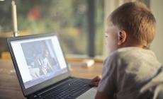 هذا تأثير قضاء طفلك ساعتين يوميا على الشاشة
