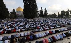 بالصور: عشرات الآلاف يؤدون صلاة العيد في المسجد الأقصى
