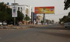 شوارع الخرطوم بدت خالية من السيارات والمارة في اليوم الثالث للعصيان (الأناضول)