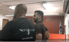 أسير فلسطيني يمثل مشهد قتله جندي إسرائيلي (شاهد)