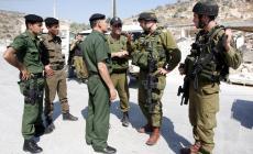 عناصر من السلطة مع جنود الاحتلال