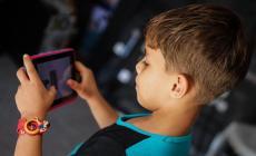 انطلقت من غزة.. حملة وتطبيق لمحاربة إدمان الأطفال على الأجهزة المحمولة