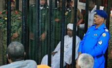 """البشير حضر إلى المحكمة في الخرطوم ومحاموه يعتبرون أن قضيته """"سياسية""""- جيتي"""