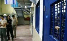 فروانة: 540 أسيراً يقضون أحكاماً بالسجن المؤبد بسجون الاحتلال
