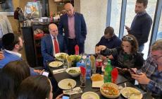 رفضا للتطبيع.. مجهولون يرشقون مطعما فلسطينيا بعبوات حارقة
