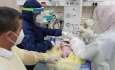 """الطفلة """"سيلا"""" مولودة جديدة في فلسطين لأم مصابة بكورونا"""