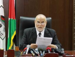 إصدار القوانين والمراسيم من قبل عباس يشكل مذبحة قانونية