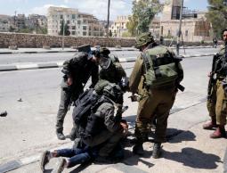 الاحتلال يعتقل 4 شبان بالضفة ويهاجم منازل المواطنين برام الله