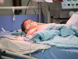 غزة- الإعاقة العقلية تهدد مئات الأطفال لعدم توفر الحليب العلاجي