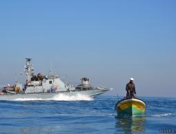 الاحتلال يقرر توسيع مساحة الصيد 15 ميلا