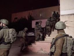 حملة اعتقالات ومداهمات في مدن الضفة