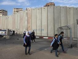 لمحاربة المنهاج الفلسطيني.. (إسرائيل) تغلق مدرسة في العيساوية