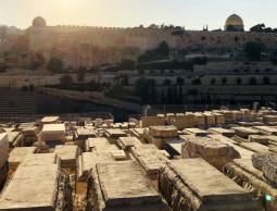 cdb9bc43-ce27-48e3-934c-قبور (إسرائيلية) وهمية للسيطرة على وادي الربابة في القدس.jpeg