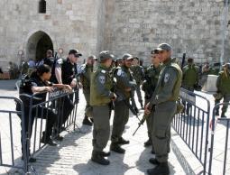 شرطة الاحتلال تفرض قيودا على المصلين