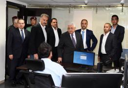 عباس في زيارة للتلفزيون