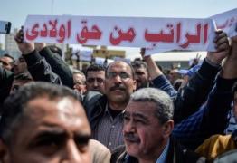السلطة تسحق موظفي فتح في غزة